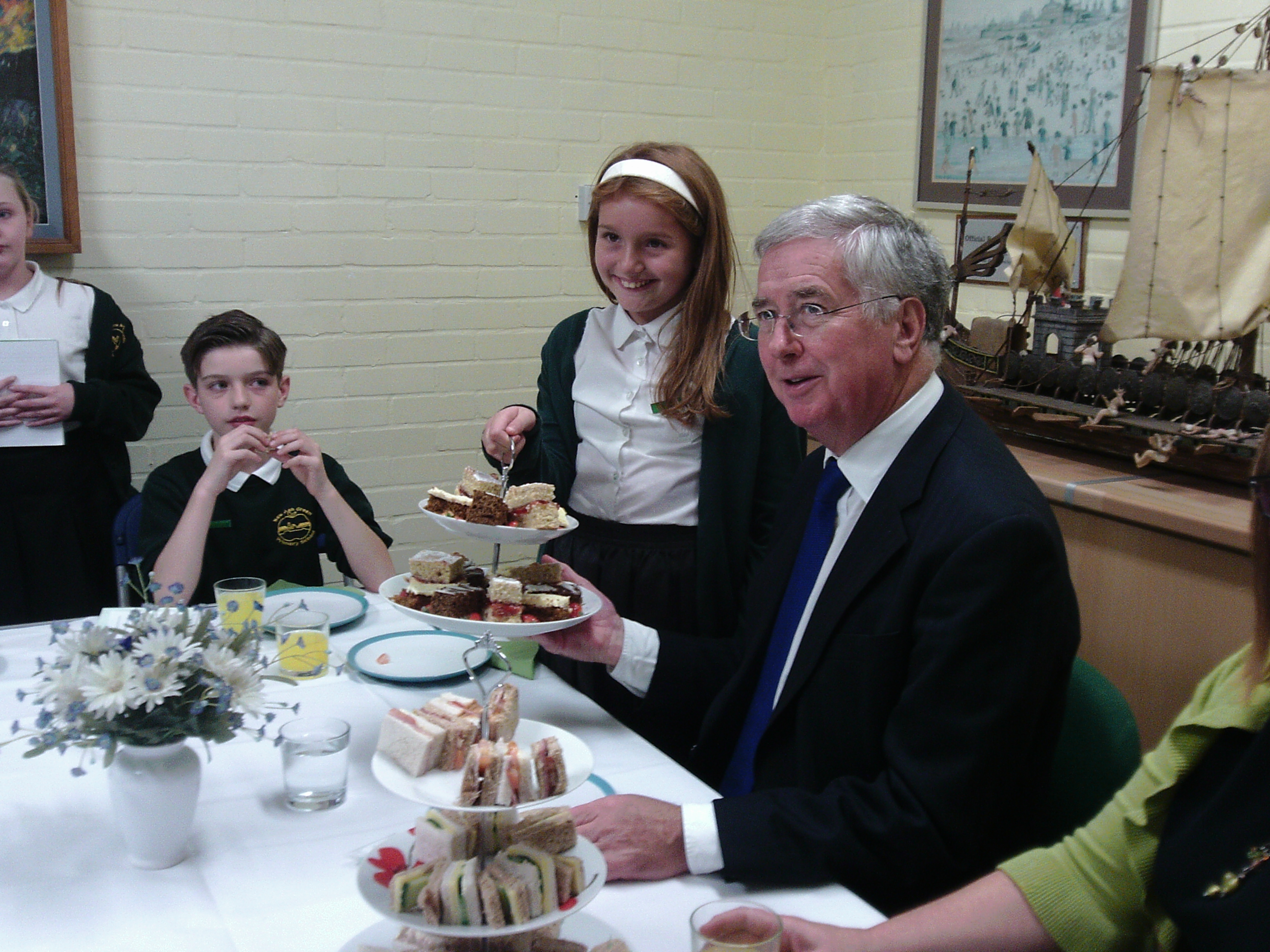 Michael Fallon opened New Ash Green Primary School kitchen