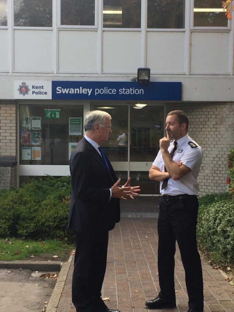 MF and CI Tony Dyer outside Swanley Police Station 1 22 Sept 17