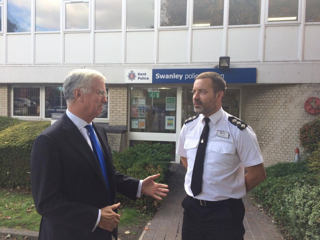MF and CI Tony Dyer outside Swanley Police Station 22 Sept 17
